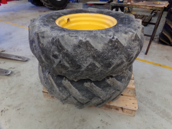 Newholland LM1445  Teleporter tyres