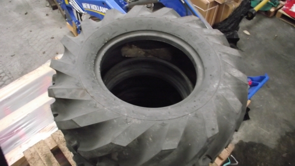 Digger tyres 12.5/80R18