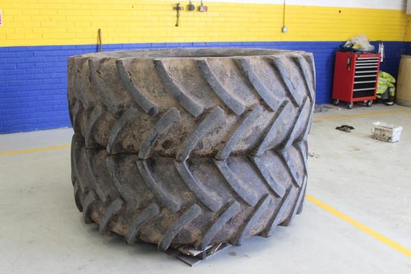 650/65R42 x 2 tyres 45%
